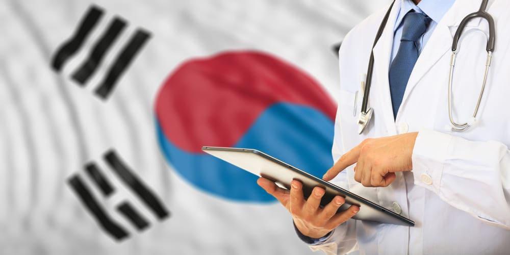 韓国の国旗と男性医師