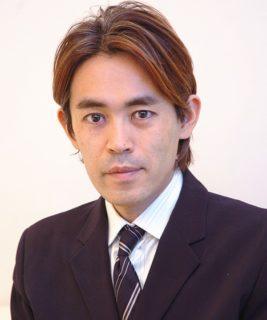 "<img src=""suetake-photo-1.jpg"" alt=""末武信宏院長""/>"